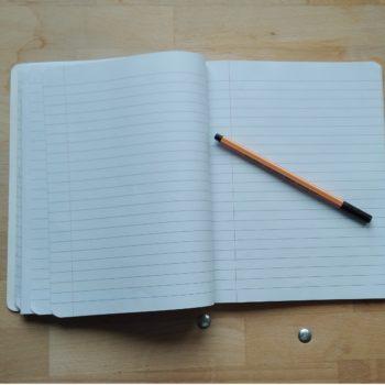 Escribir a mano es bueno para la memoria, según un reciente estudio.